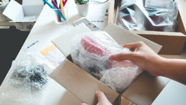 Packaging online shopping box image